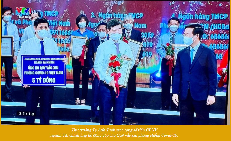 MEGASTORY: Thực hiện chiến lược vắc xin để đưa Việt Nam trở lại bình thường mới