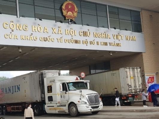Hải quan cửa khẩu quốc tế Lào Cai khơi thông dòng chảy nông sản xuất khẩu