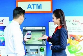 Giảm phí dịch vụ thanh toán: Sẻ chia trên lợi ích đôi bên