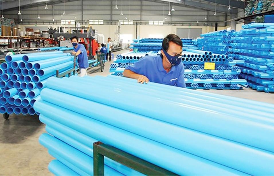 """Thiếu hụt nguyên liệu nhựa khiến doanh nghiệp """"lao đao"""""""