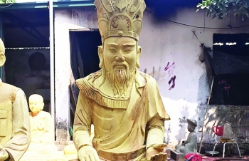 Tạc tượng vua Hùng là cái duyên đối với người làng nghề