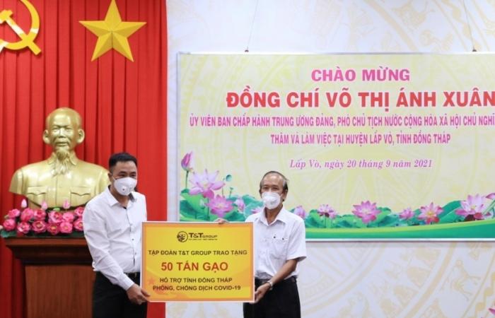 T&T Group trao tặng 140.000 bộ kit và 150 tấn gạo hỗ trợ một số tỉnh phía Nam