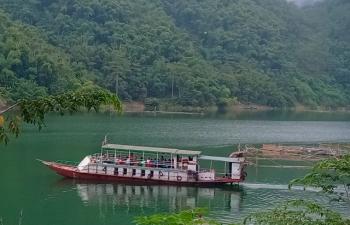 Trải nghiệm hồ Hòa Bình bằng thuyền