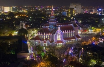 Hai nhà thờ lớn ở Huế lung linh trong dịp Giáng sinh