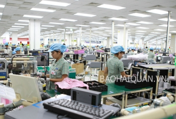 """UAE chuộng điện thoại """"made in"""" Việt Nam"""