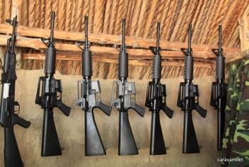 Vướng mắc thủ tục đối với 37 bộ súng nhập khẩu