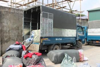 Phát hiện xe tải chở hàng hóa có dấu hiệu giả mạo thương hiệu
