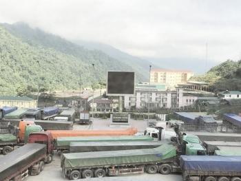 Nhịp sống nơi cửa khẩu quốc tế Cầu Treo