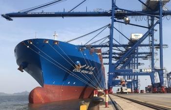Hình ảnh siêu tàu trăm nghìn tấn vừa cập cảng container quốc tế Hải Phòng