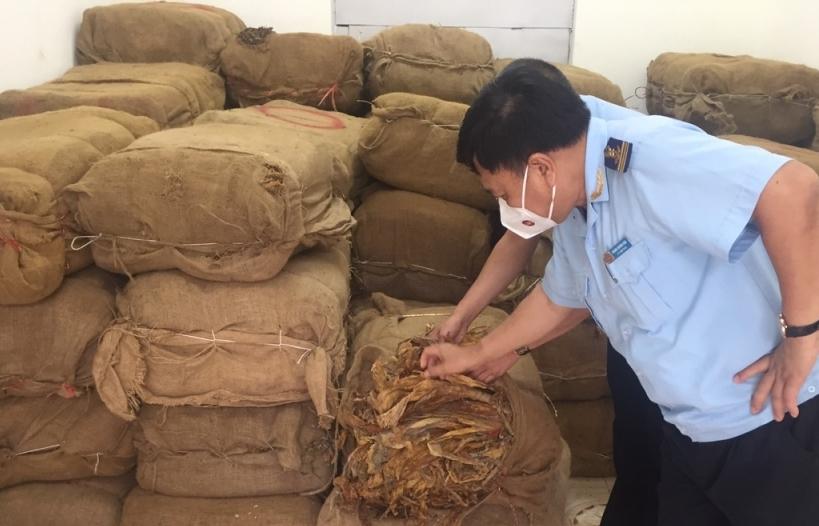 Hải quan Trà Lĩnh chủ trì bắt giữ 2,5 tấn nguyên liệu thuốc lá