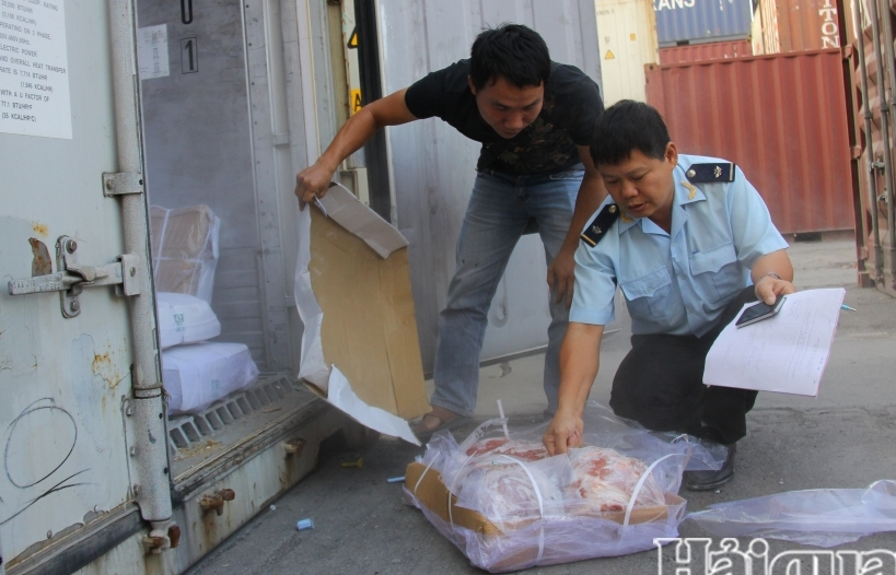 Hải Phòng: Lấy mẫu trên bao bì để xét nghiệm SARS-CoV-2 với thực phẩm nhập khẩu