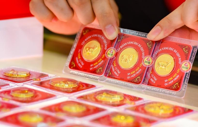 Giá vàng tiếp tục giảm sâu khi USD tăng giá