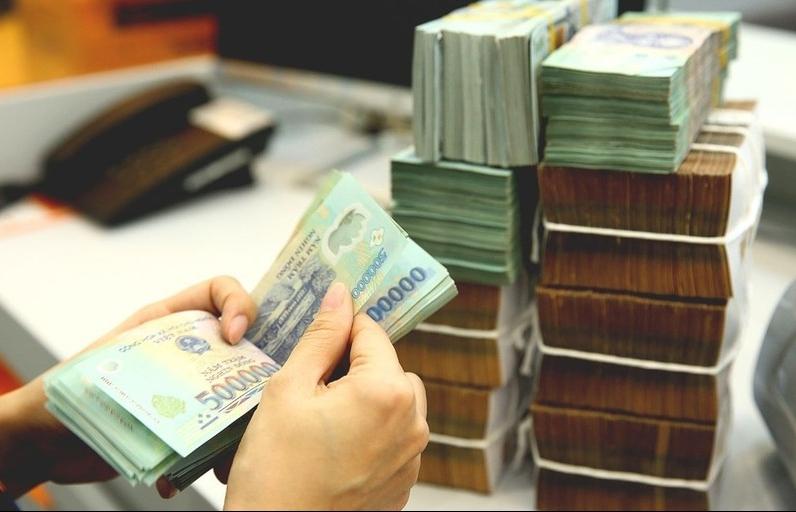 Tín dụng tăng, lãi suất liên ngân hàng tăng mạnh