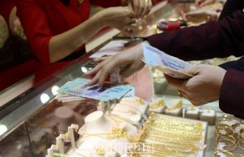 Sang tháng 4: Giá vàng và USD cùng giảm mạnh