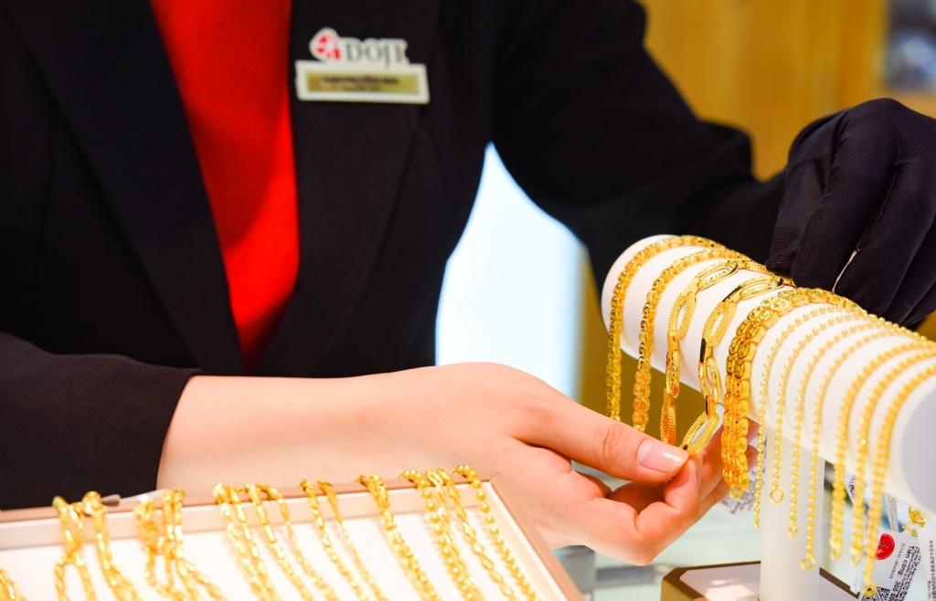 Giá vàng diễn biến lên xuống thất thường