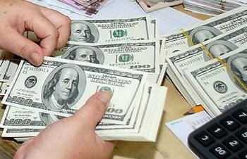 """Giá USD tăng mạnh, vàng """"lình xình"""" chờ tin FED"""