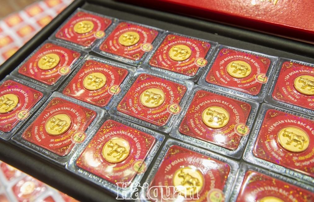 Thế giới lên đỉnh, vàng SJC cũng vọt tăng 200.000 đồng mỗi lượng
