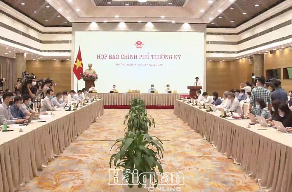 Bộ trưởng, Chủ nhiệm VPCP Trần Văn Sơn phát biểu tại buổi họp báo. Ảnh: H.Dịu