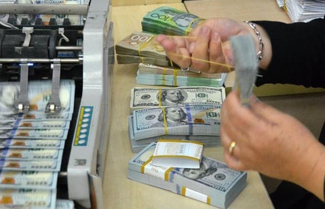 """Giá vàng, USD vẫn chưa có """"bàn đạp"""" để bứt phá"""
