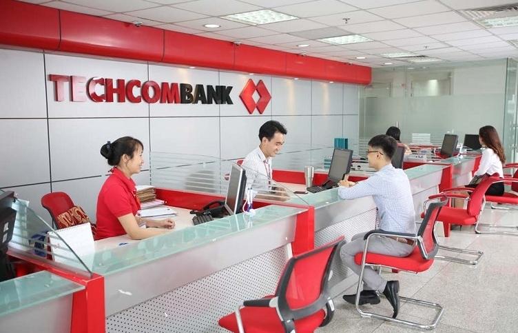 "Techcombank lãi cao 6 tháng nhờ ""ăn đậm"" lãi vay"