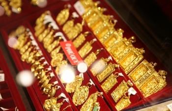 Giá vàng diễn biến trái chiều, USD vẫn ổn định