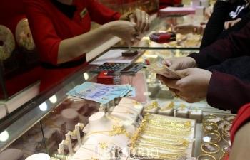 Giá vàng tiếp tục giảm, giá USD cũng giảm mạnh