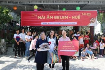 Tập đoàn giáo dục Nguyễn Hoàng tặng hơn 800 triệu đồng cho trẻ mồ côi, người già neo đơn