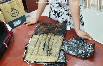 Hải quan Mộc Bài phối hợp bắt giữ 5kg ma túy đá qua máy soi