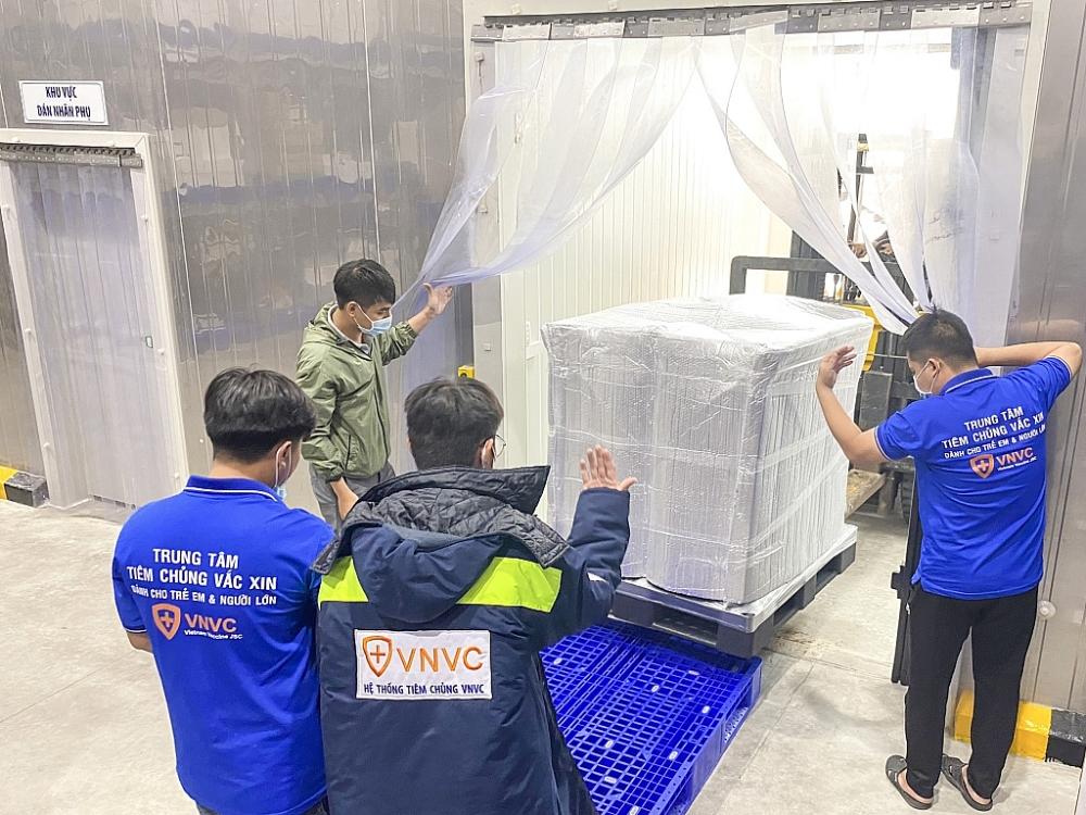 Thêm hơn 1,2 triệu liều vắc xin AstraZeneca về Việt Nam