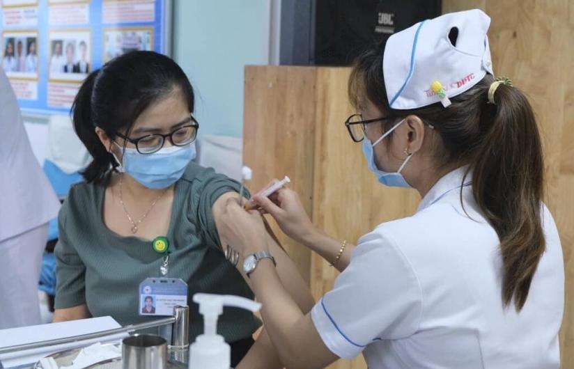 TPHCM chính thức rút ngắn khoảng cách 2 mũi vắc xin AstraZeneca còn 6 tuần
