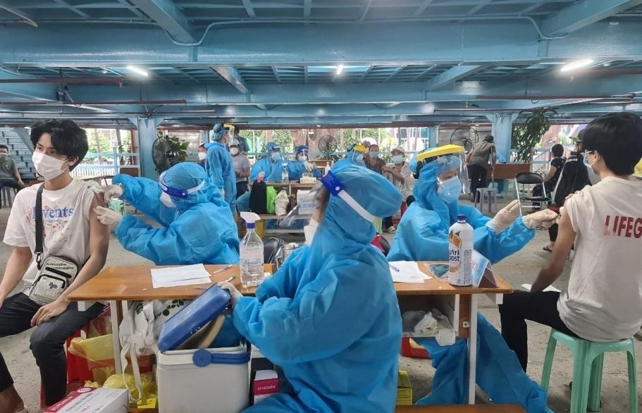TPHCM cần thêm khoảng 1,8 triệu liều vắc xin để tiêm cho người dân
