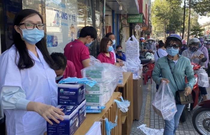 TPHCM sức mua khẩu trang y tế tăng cao