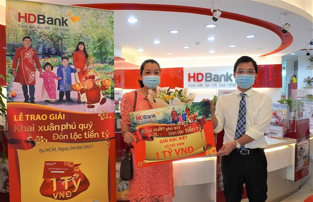 Khách hàng nhận thưởng 1 tỷ đồng từ HDBank