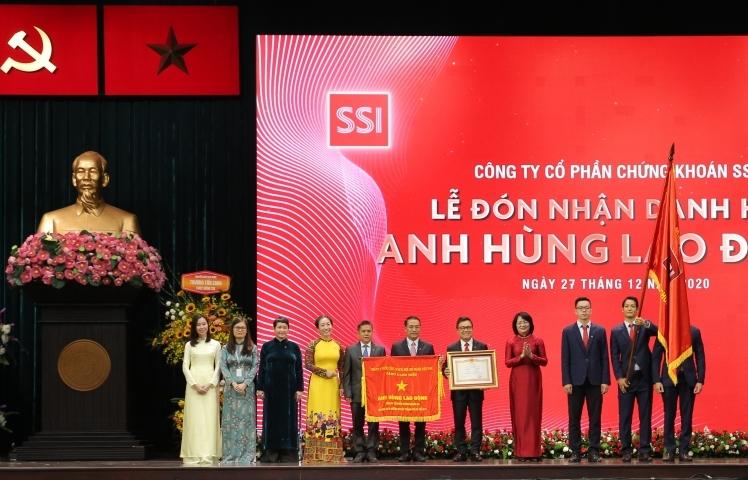 Công ty chứng khoán tư nhân đầu tiên được nhận danh hiệu Anh hùng Lao động