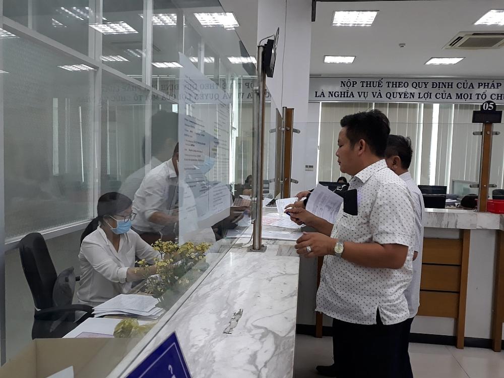 Người nộp thuế thực hiện nghĩa vụ thuế tại cơ quan thuế của Đồng Nai. Ảnh: ST