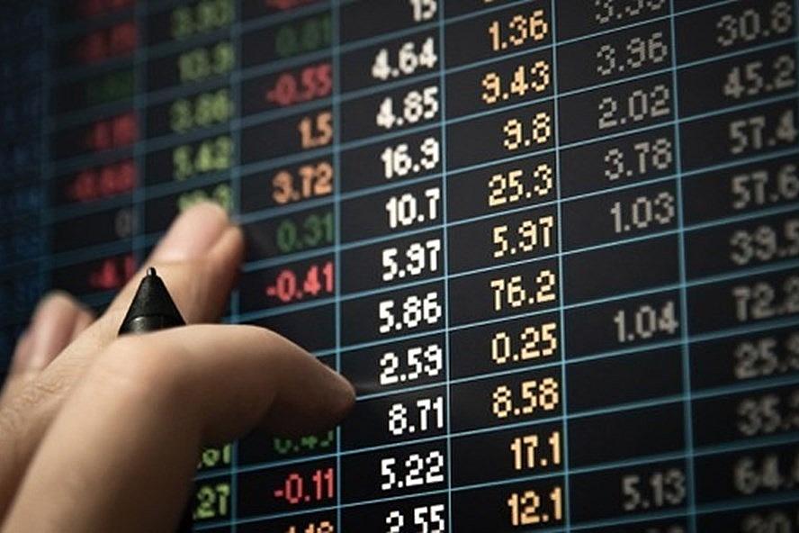 """Cổ phiếu nào thường tăng giá trong tháng 5 """"Sell in May, go away""""?"""