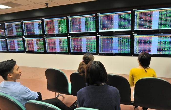 Thị trường trở lại đường đua chinh phục đỉnh 1.400 điểm