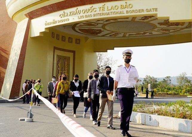 Kim ngạch thương mại Việt Nam – Lào giảm 15% trong nửa đầu năm