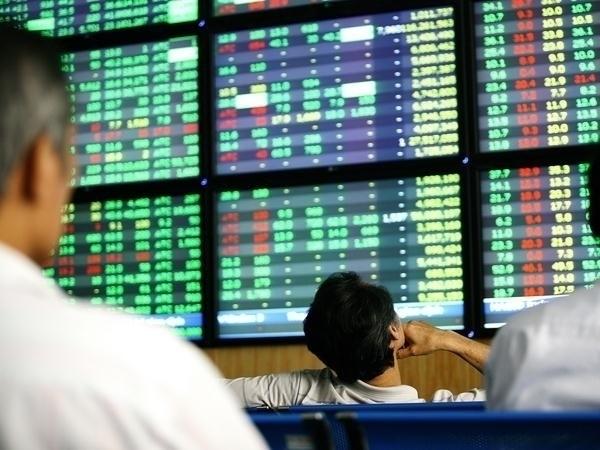 Nhà đầu tư có thể cân nhắc mua vào cổ phiếu đầu ngành thép, dầu khí, xuất khẩu thủy hải sản