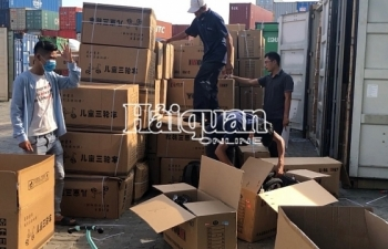 Hải quan TPHCM tạm giữ 2 container đồ chơi Trung Quốc nhập khẩu