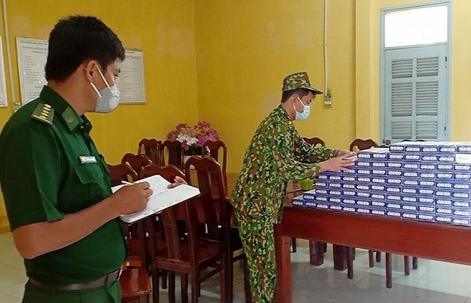 Chốt kiểm soát Covid-19 An Giang bắt 5.000 bao thuốc lá lậu