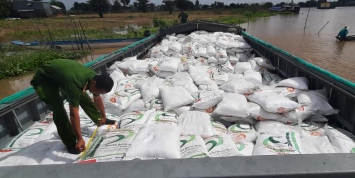 Bắt vụ vận chuyển 100 tấn đường lậu