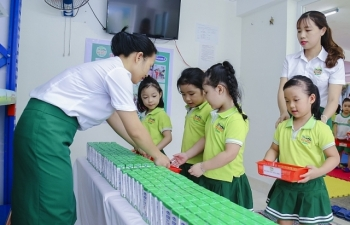 Nỗ lực thầm lặng của thầy cô vì niềm vui uống sữa của học trò