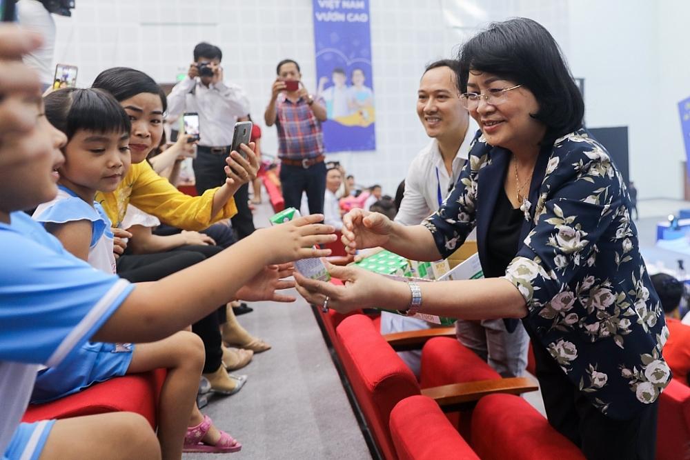 Hơn 46.300 học sinh Vĩnh Long được hưởng thụ sữa học đường