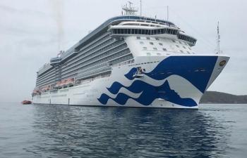 Tàu du lịch 5 sao chở theo gần 2.800 khách cập cảng Nha Trang