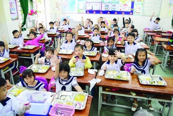 Giám sát bữa ăn học đường: Phụ huynh