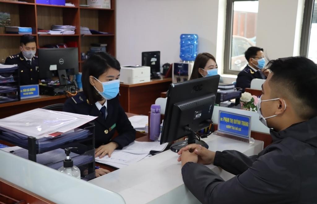 """Hải quan Quảng Ninh: Doanh nghiệp hưởng lợi từ """"4 giảm 4 tăng"""""""
