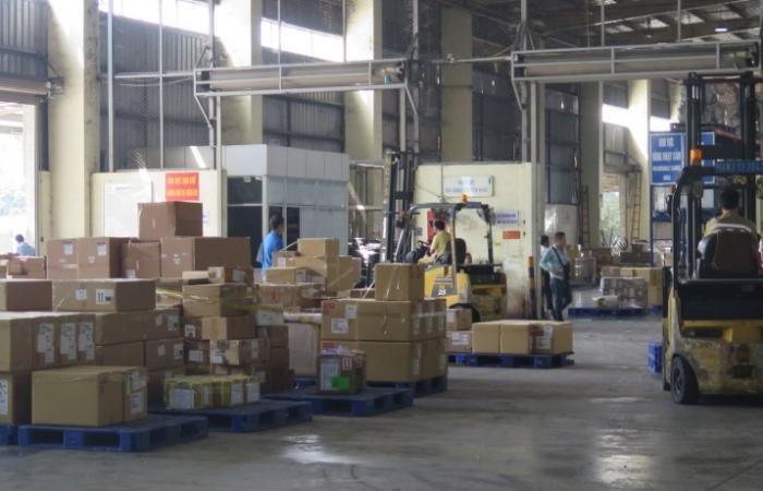 Hoàn thiện quy định giám sát hàng hóa đưa vào, đưa ra cảng, kho, bãi, địa điểm