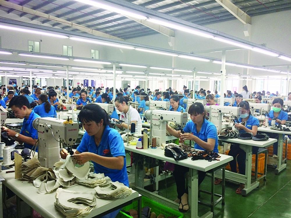 Từ nay đến hết năm dự báo đầu ra của ngành da giày sẽ tiếp tục gặp khó. Ảnh: N.Huế