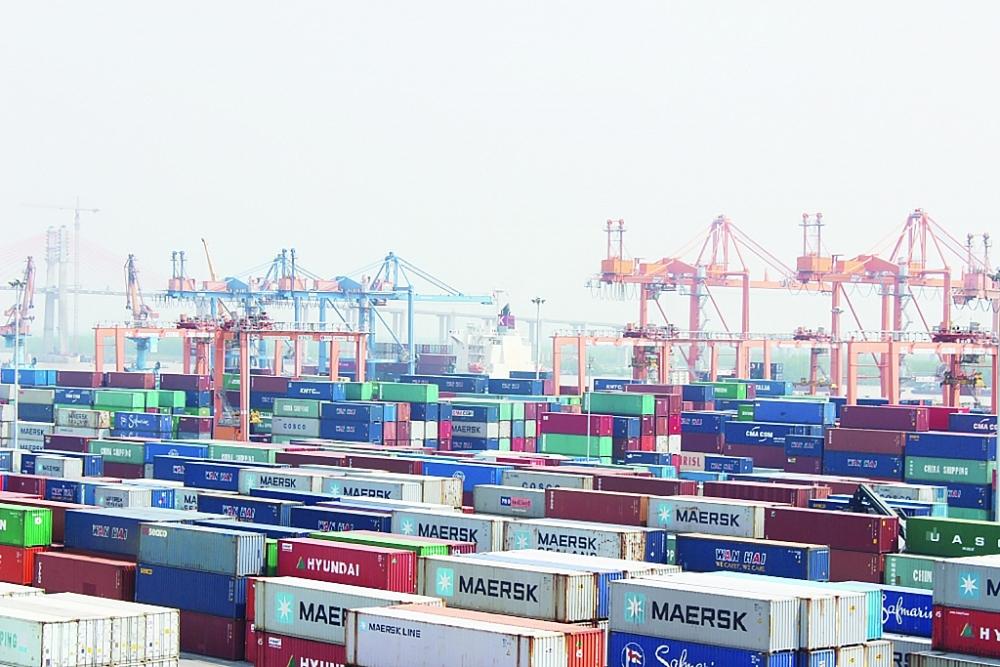 Tại khu vực cảng Hải Phòng đã có 201 container phế liệu không đáp ứng quy chuẩn được vận chuyển khỏi lãnh thổ Việt Nam. Ảnh: T.Bình